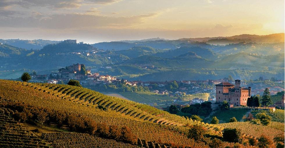 Utsikt over Piemonte en duggfrisk morgen