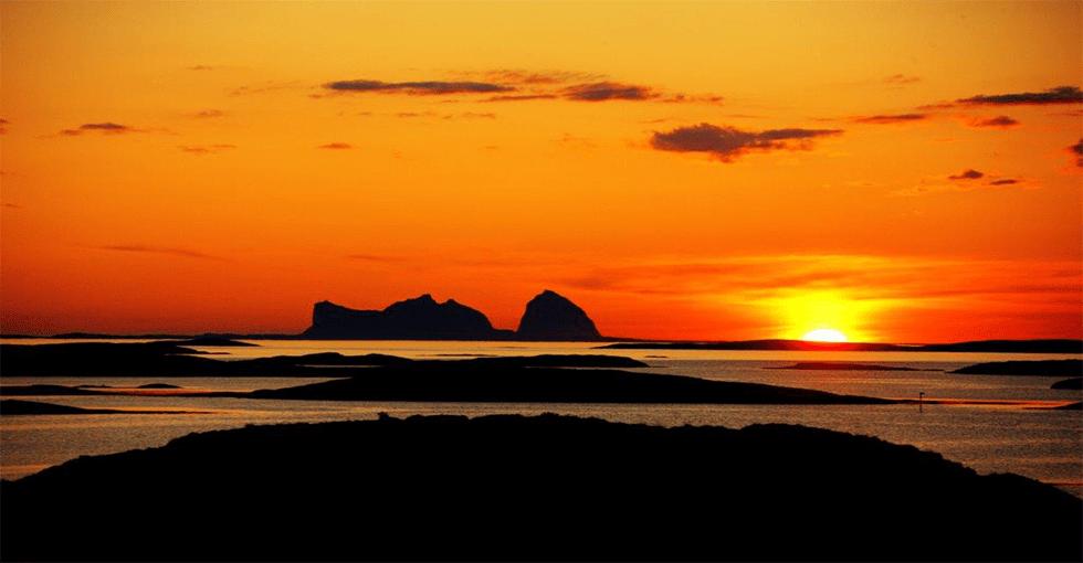 helgelandskysten i solnedgang