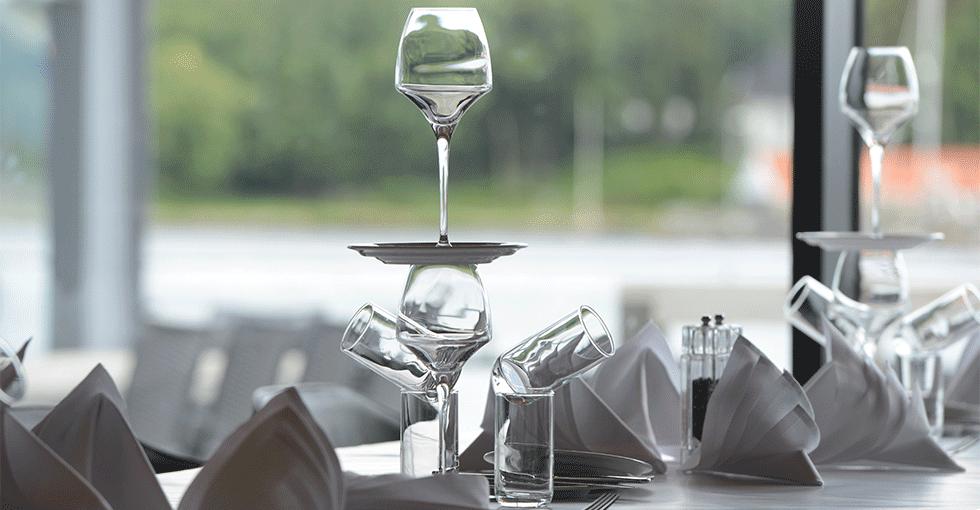 kreativt dekket bord