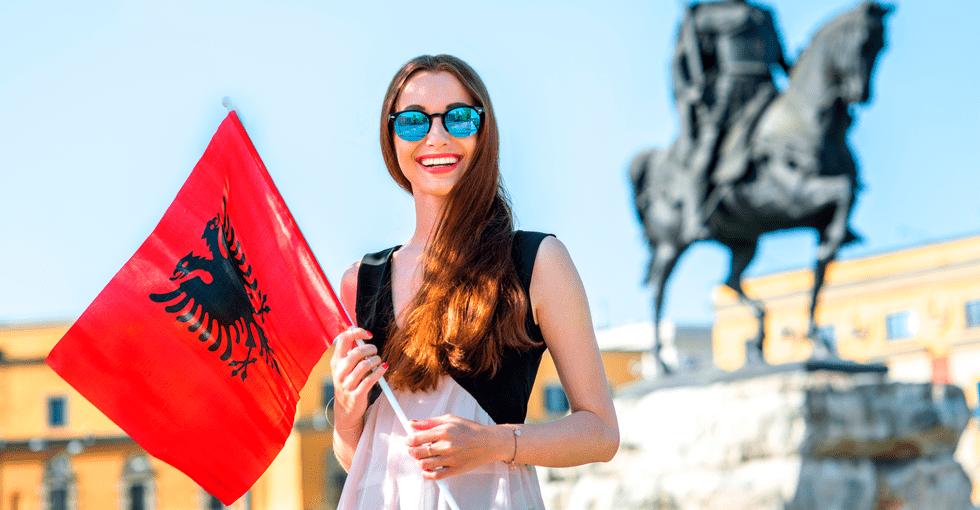 kvinne med flagg