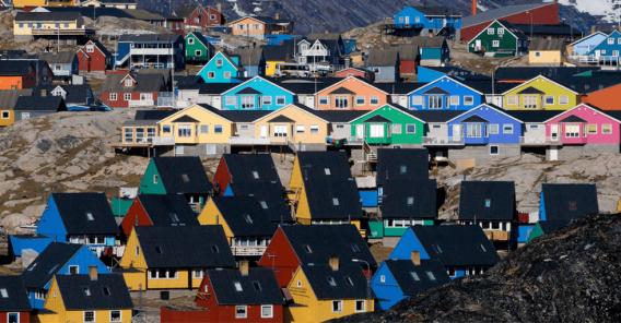 Grønland med sine fargerike hus