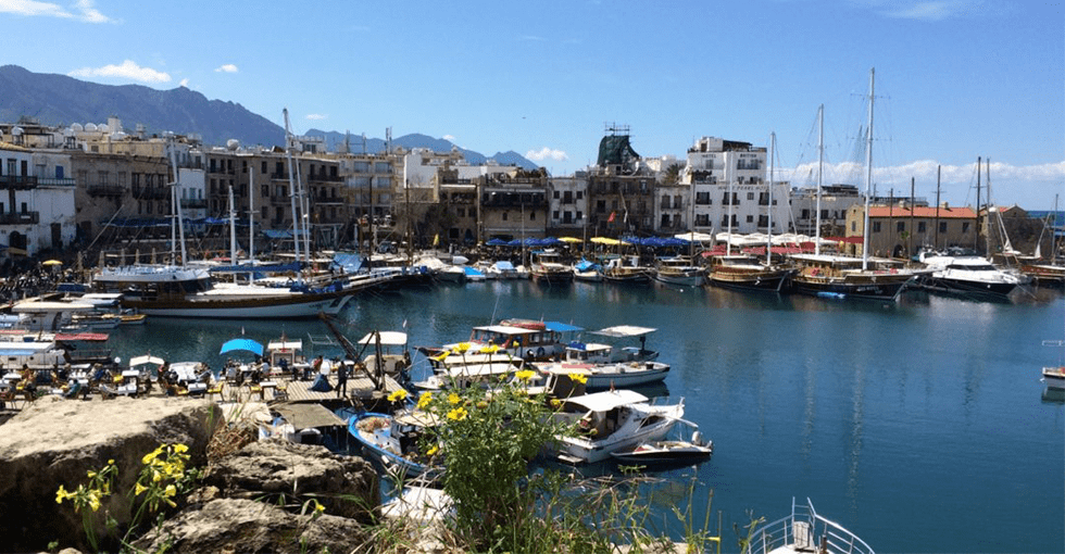 båthavn i solskinn