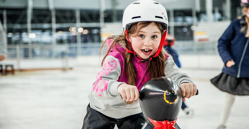Jente i full fart på Pingvinbanen