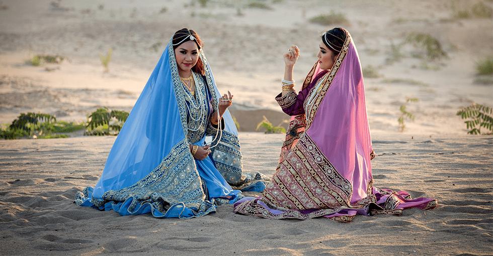 flotte, festkledde iranske kvinner