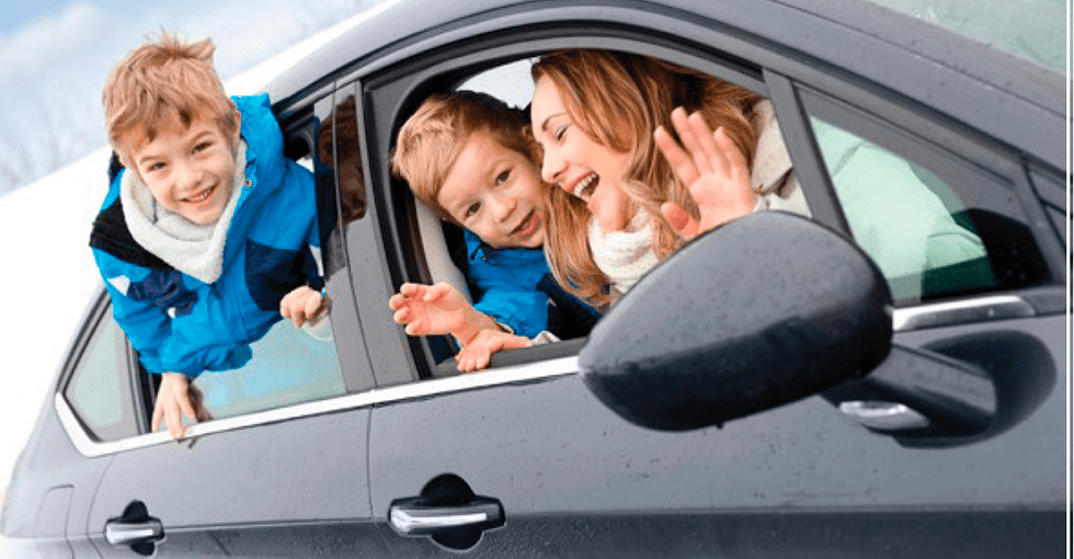 familie som skal utog reise og som trenger parkering