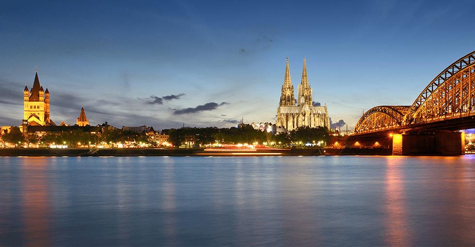 flotte bygninger ved Rhinen
