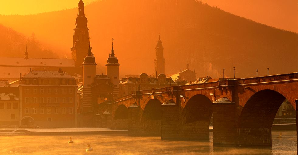 solgul himmel over Rhinen
