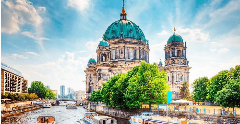 Berlin med kirke og elver