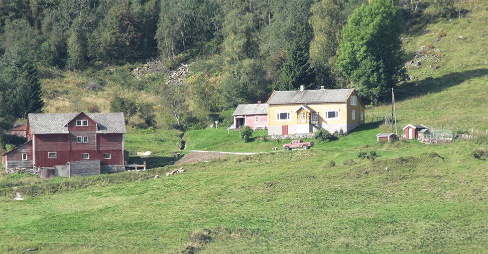 Gården oppi fjellsiden