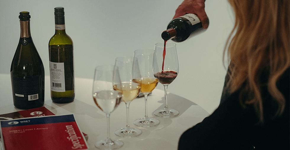 vinkurs. fire glass med ulike viner
